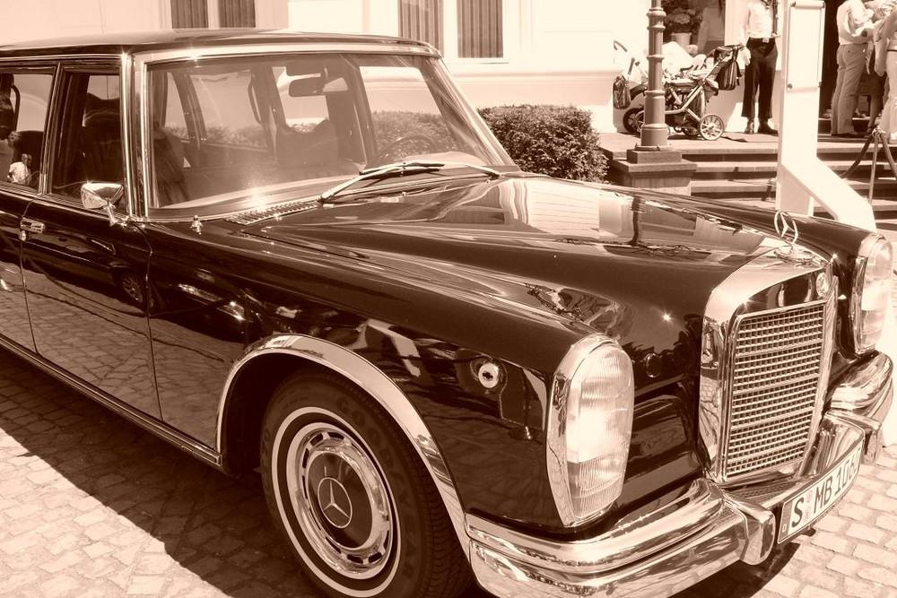 vor der villa hammerschmidt in bonn foto bild autos zweir der oldtimer youngtimer auto. Black Bedroom Furniture Sets. Home Design Ideas