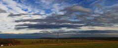 Vor der Wetterfront gestern gewaltige Himmelszenarien...