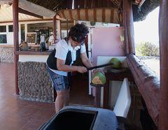 Vorbereitung einer Kokosnuss