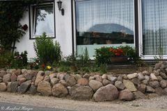 Vorgarten mit Steinmauer - 5