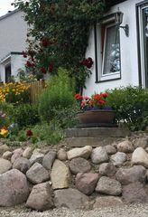 Vorgarten mit Steinmauer - 6