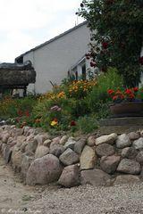 Vorgarten mit Steinmauer - 7
