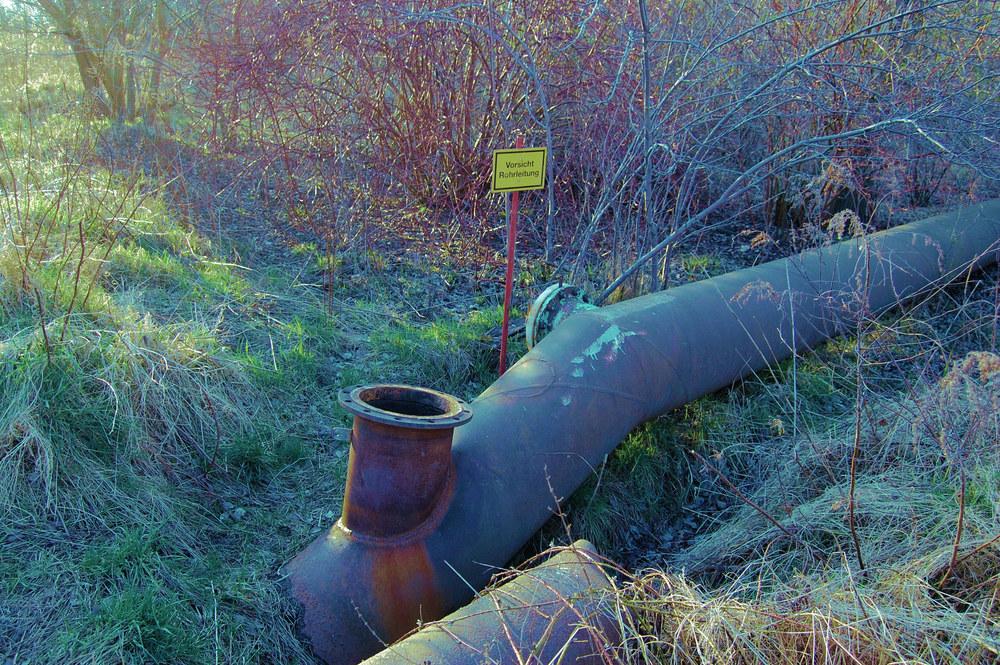 Vorsicht Rohrleitung