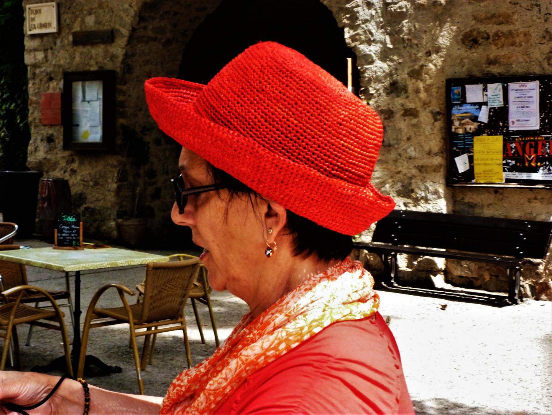 Vue sur le chapeau rouge à Saint Guilhem le Désert dans l'Hérault