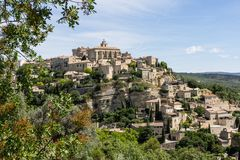 -- Vue sur le village perché de Gordes --