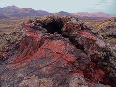 - vulkanische Kamine, Blasen und Bomben