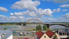 Waalbrücke (Waalbrug) über den Rheinarm Waal in Nijmegen (NL)