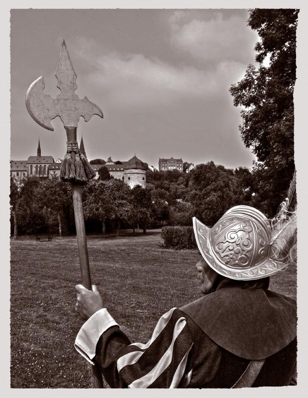 Wache vor den Toren von Warburg.