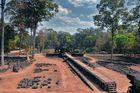 Walk to Royal Palace in Angkor Thom