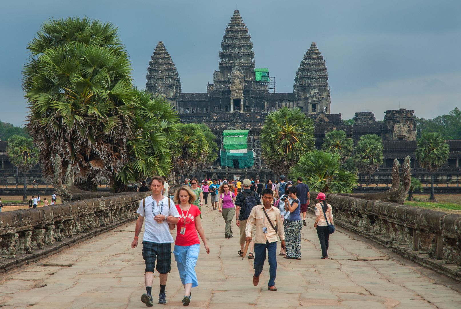 Walk to the Angkor Wat complex