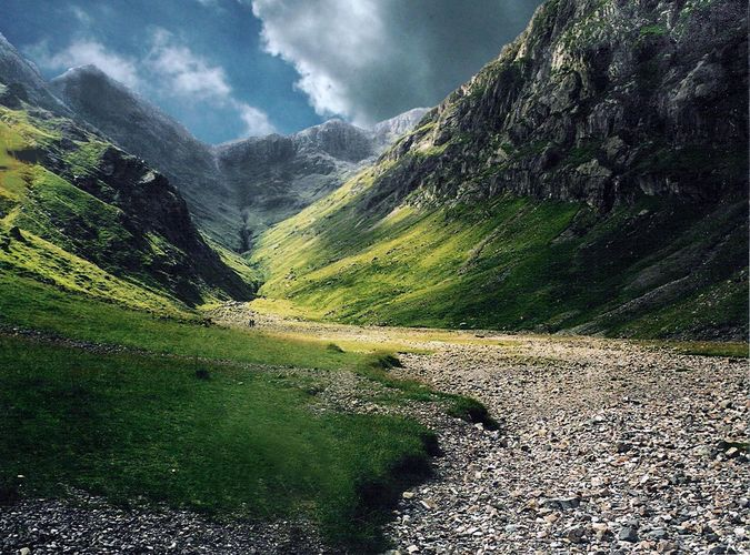 Walking In the hidden vally of Glencoe