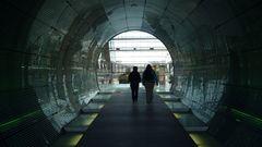 Walking Through The Tube - Der Gang durch die Röhre