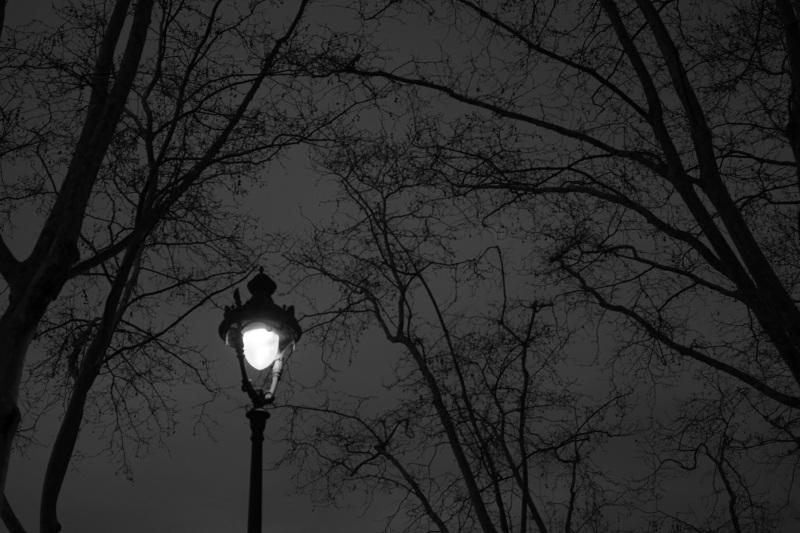 walking_under_light