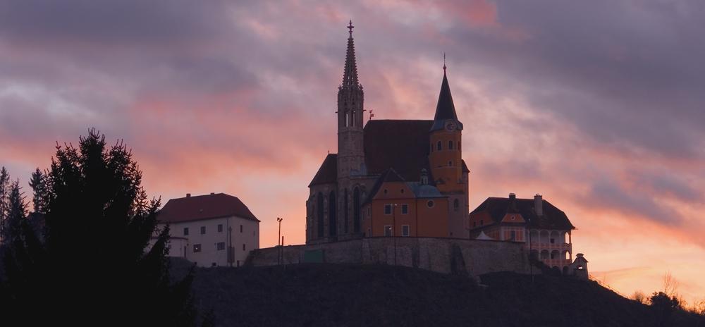 Wallfahrtskirche Judendorf-Straßengel in der Dämmerung!