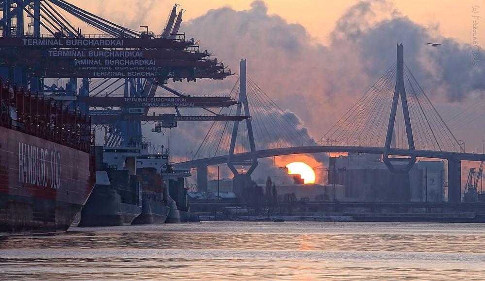 Waltershofer Hafen   Sonnenaufgang