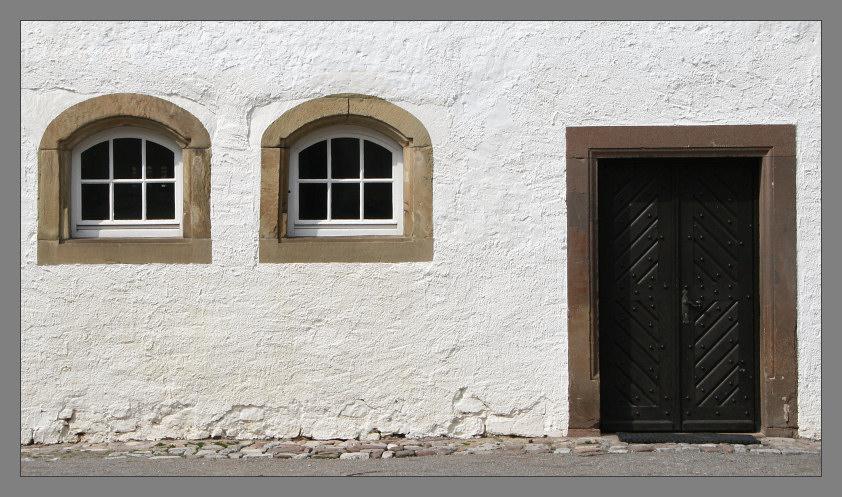Wand mit Öffnungen