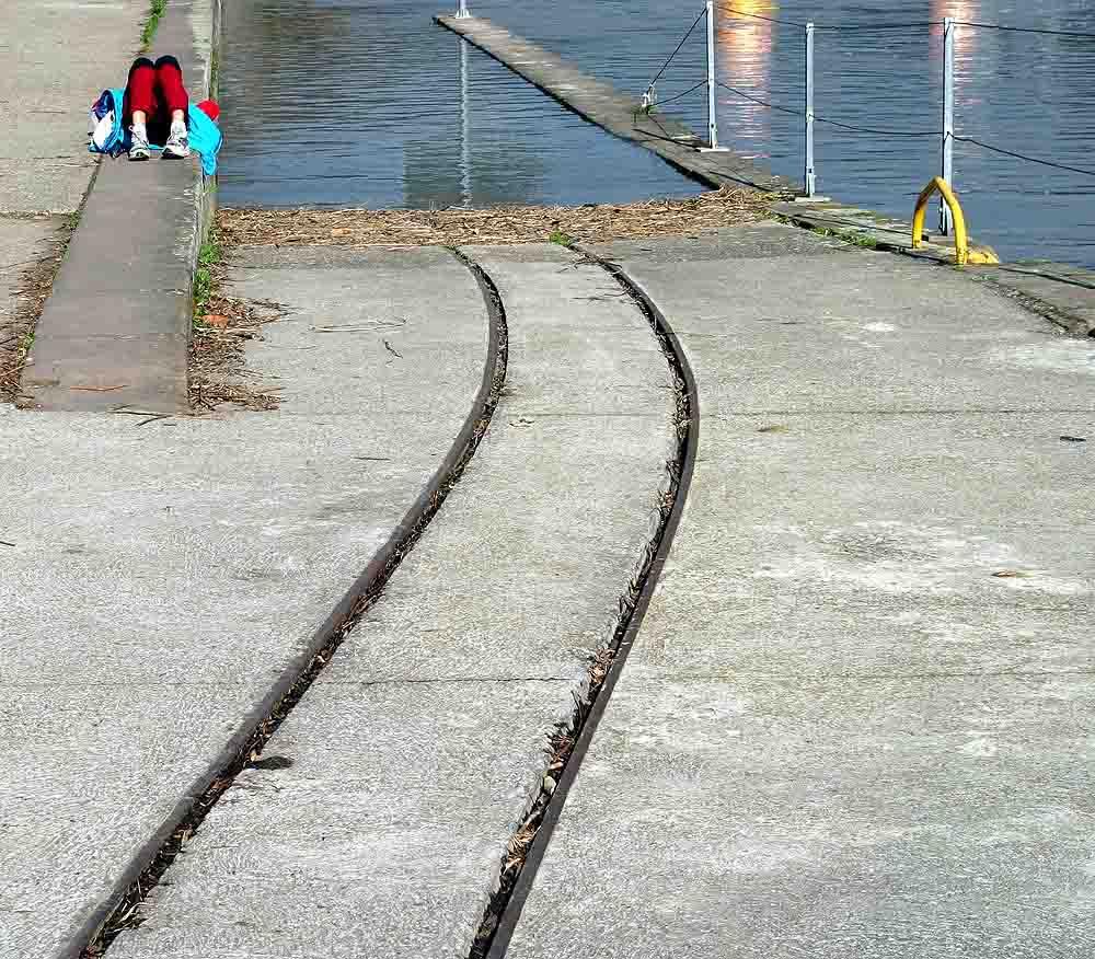 ...........wann taucht endlich die Straßenbahn auf?