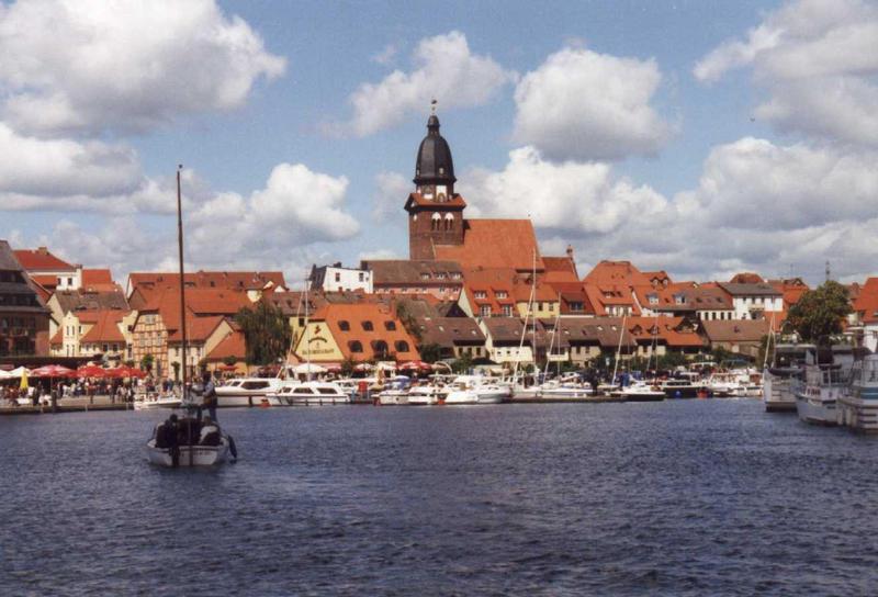 Waren Hafen Blick zur Marienkirche