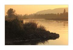 ...warmer Farbausklang eines Herbsttages an der Weser...