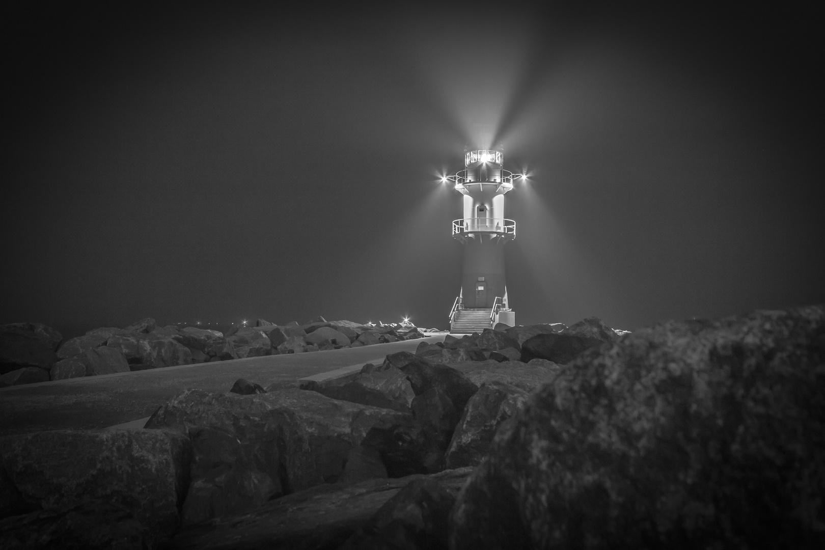Warnemünde - Leuchtturm, Mole