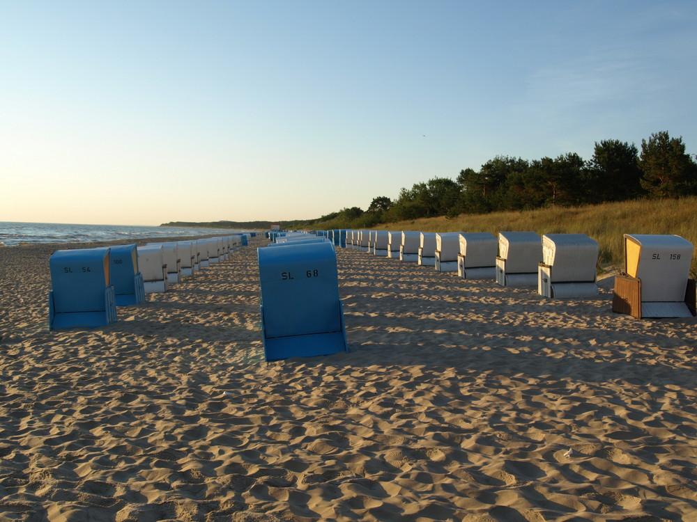 warten auf den Ansturm am Strand von Zinnowitz ...