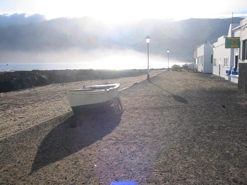 Warten auf den Morgensurf......Sunrise auf Lanzarote