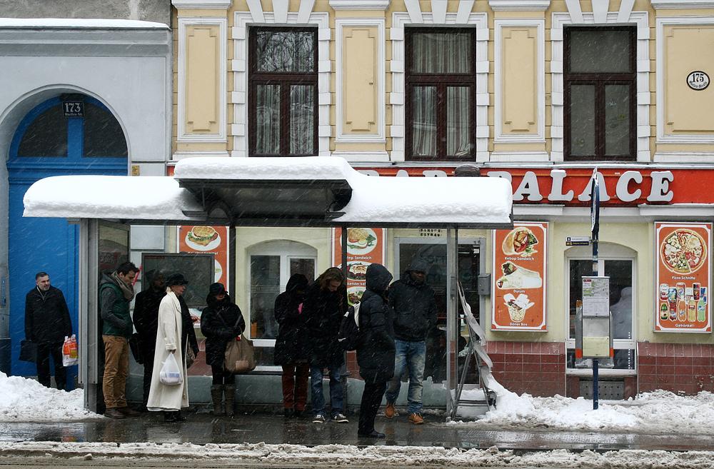 Warten auf die Straßenbahn (5)