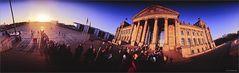 Warten vor dem Reichstag Panorama