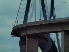 """""""Warum Brücken bauen. ."""