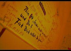 Was für mich nach all der Mühe mit Dir überbleibt ist wie die Sprüche an der Wand da...