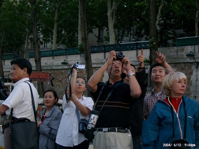 Was machen Chinesen wenn sie auf einmal den Eifelturm sehen?