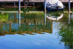 Was sich hier spiegelt im Zürichsee ...