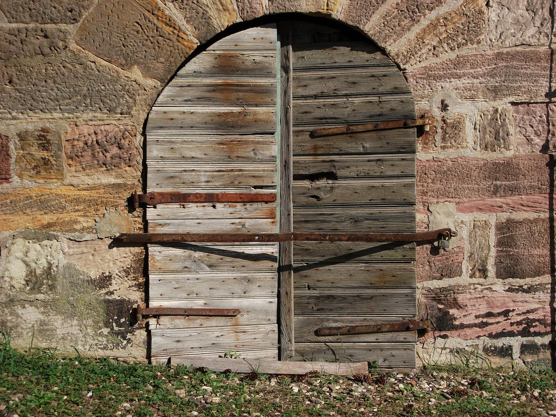 Was steckt wohl hinter dieser Tür ?