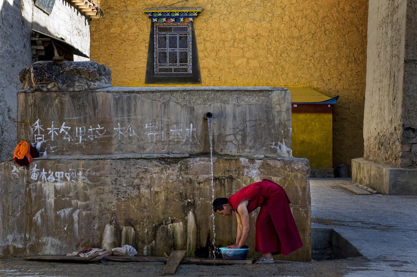 Washing day at Songzanlin Monastery