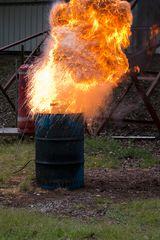 Wasser auf brennendes Öl