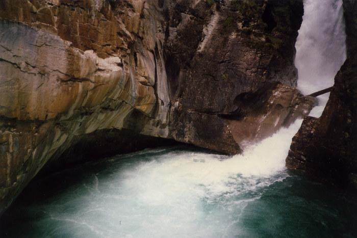 Wasser gegen Steine