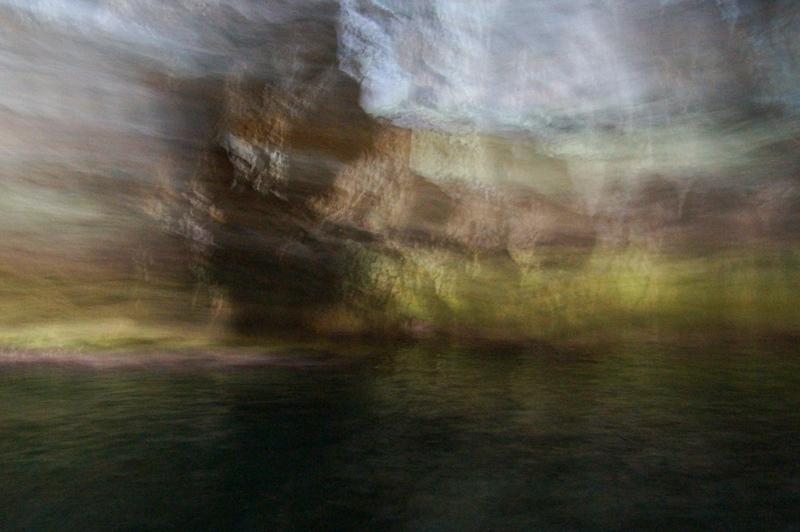 Wasser und Fels verwischt
