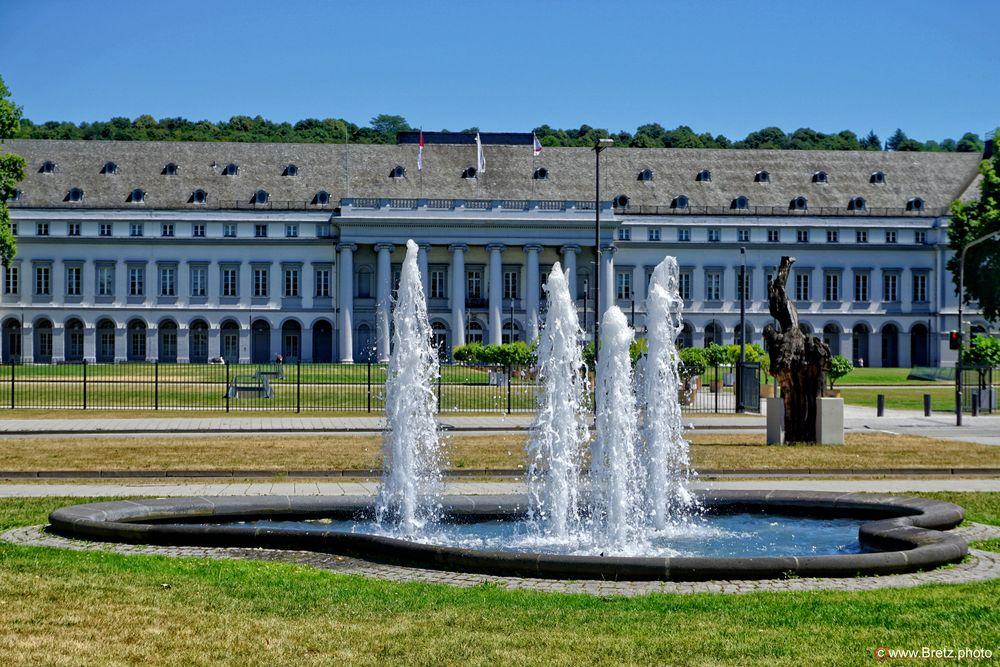 Wasser vor dem Schloss