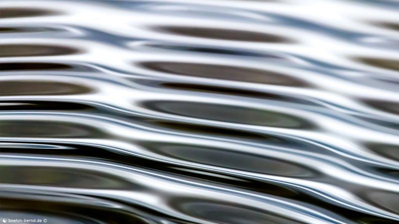 -Wasser-Wellen-Licht-Wellen-Wasser- 4/19