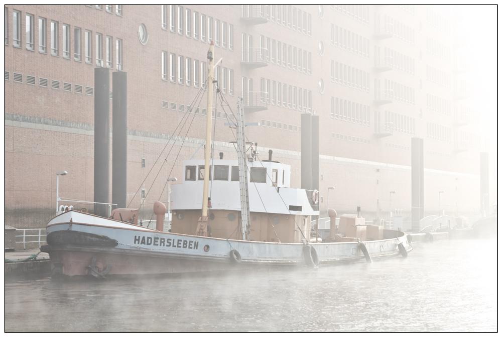 Wasserbunkerschiff Haderleben im Nebel