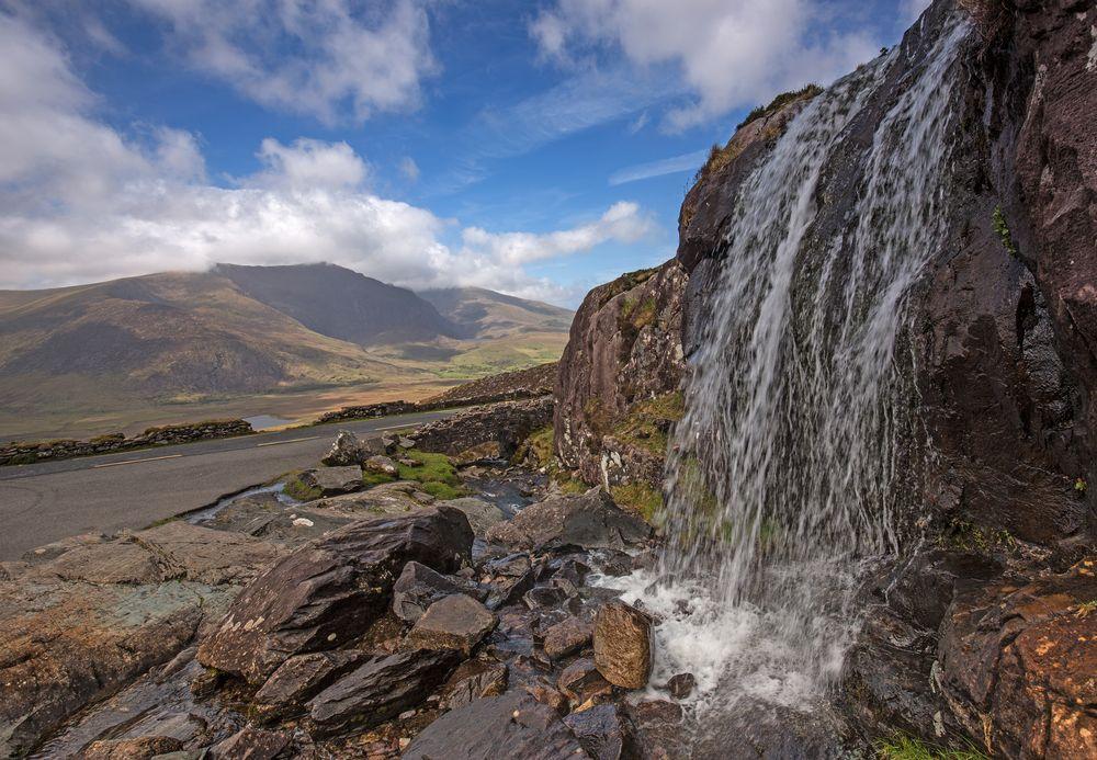 Wasserfall am Connor Pass auf der Halbinsel Dingle