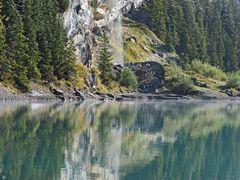 Wasserfall am Oeschinensee. - Un magnifique lac de montagne!