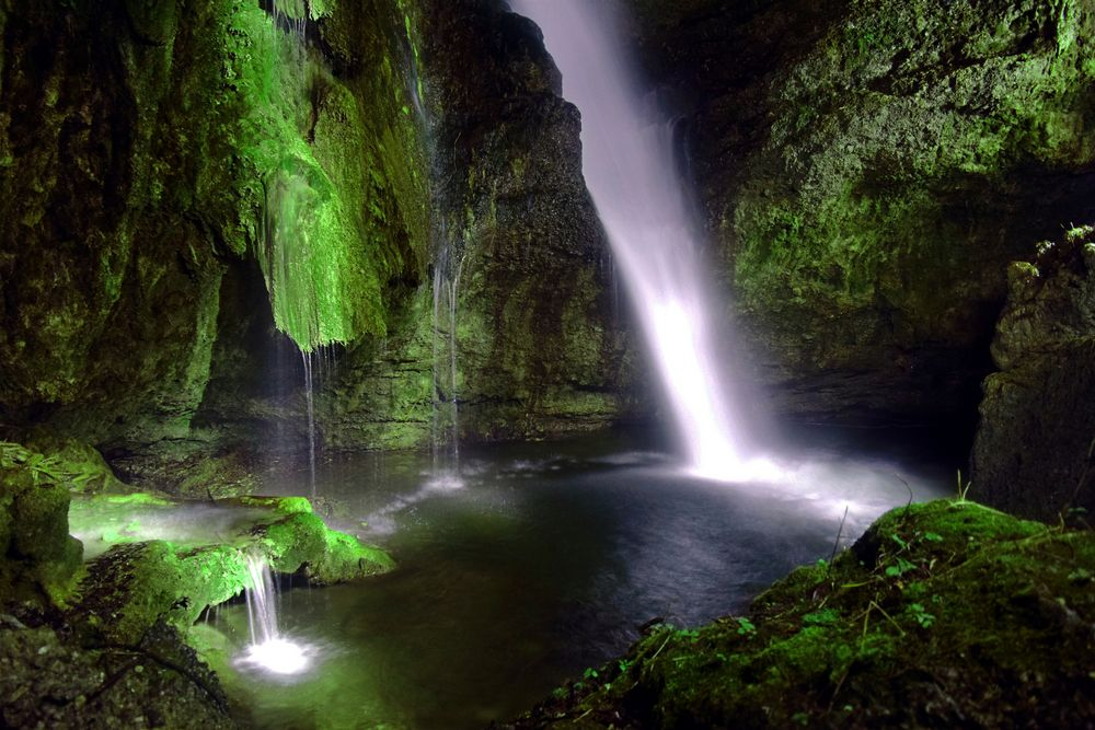 Wasserfall bei Nacht