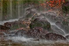 ~ Wasserfall im Herbst ~