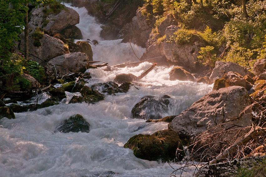 Wasserfall in der Dämmerung