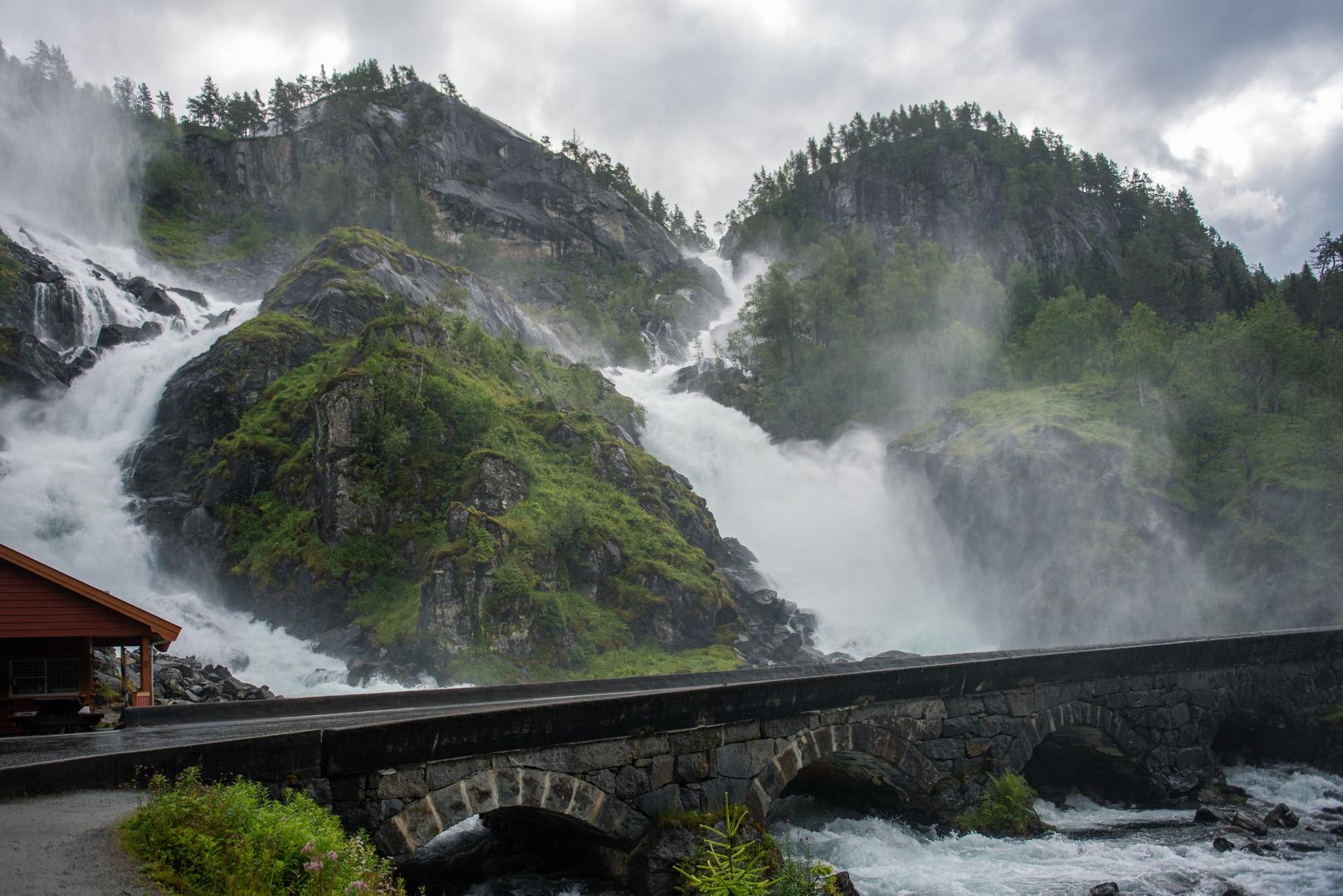 Wasserfall Låtefossen in Norwegen