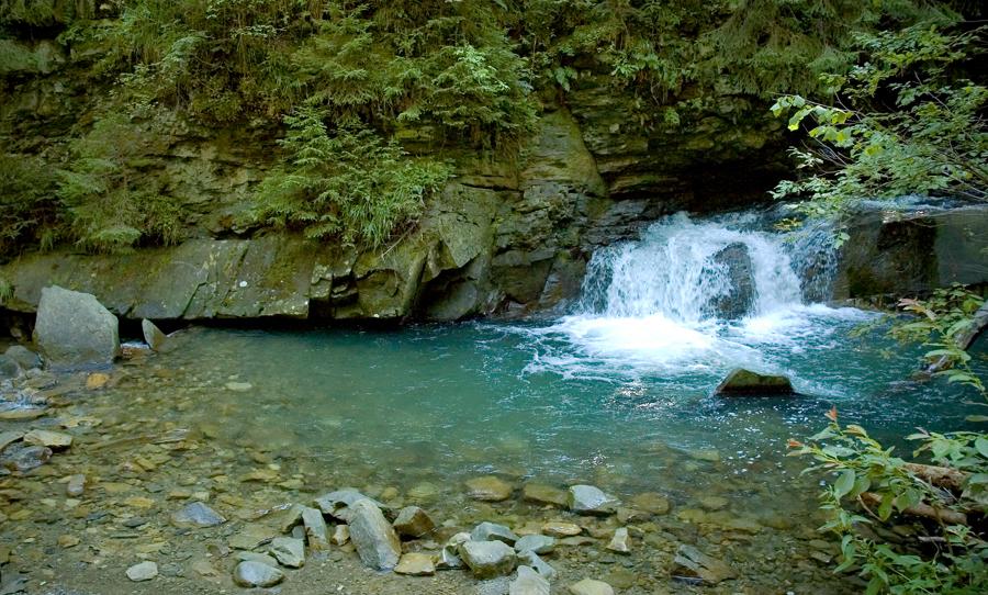 """Wasserfall """"Mädchentränen"""" in den Karpaten"""