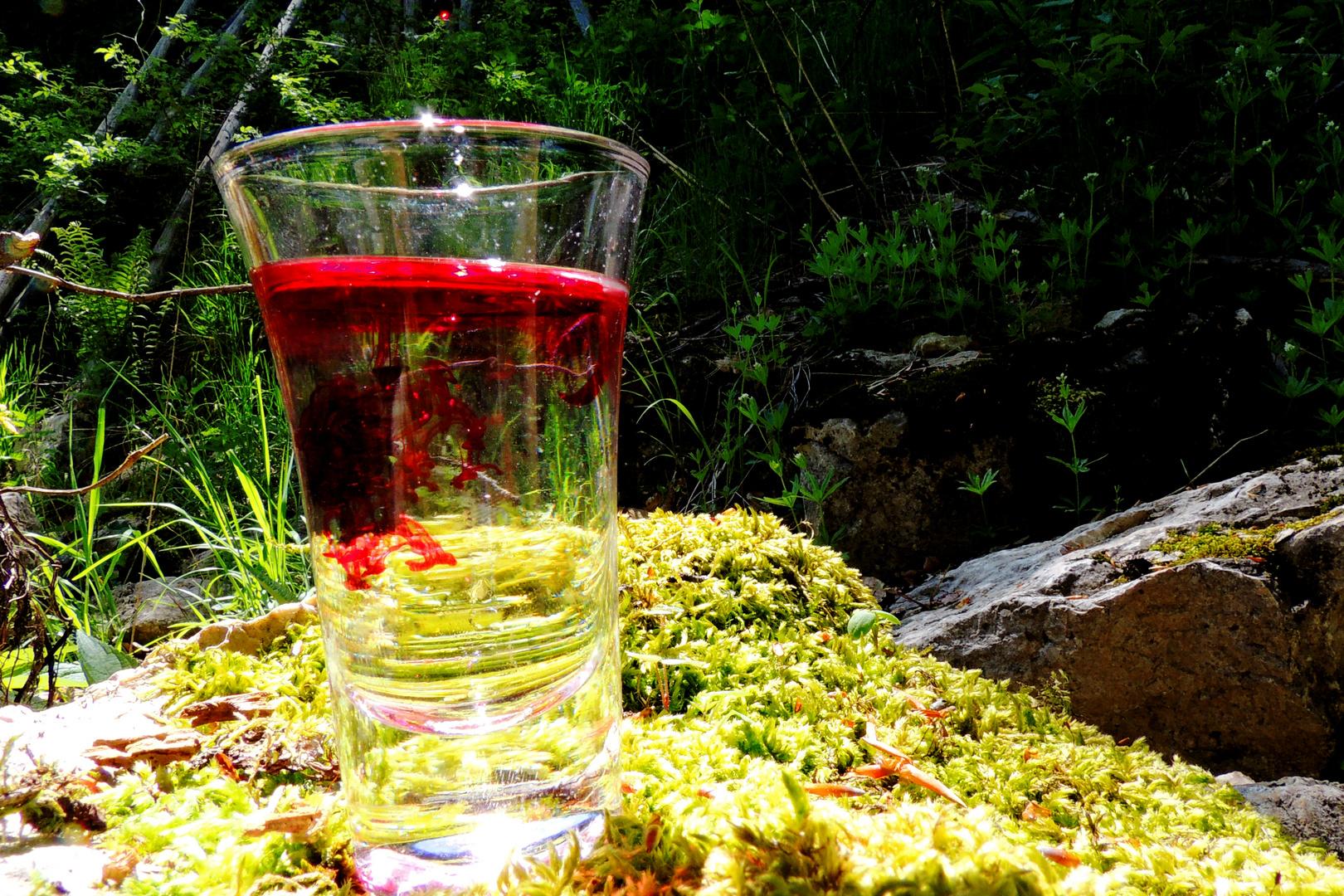 Wasserfarbe Schnapsglas