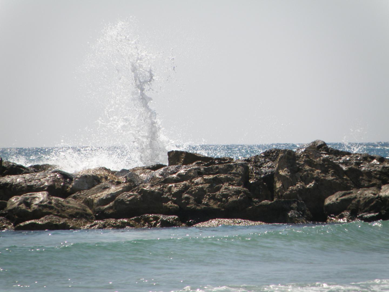 Wasserfontäne an Strand von Netanja