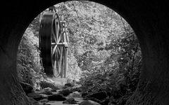 Wasserrad aus der Unterführung